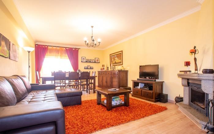 Apartamento T3 com boas áreas,  Lourel