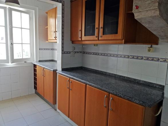Apartamento remodelado no centro da Portela de Sintra. Bons acessos.